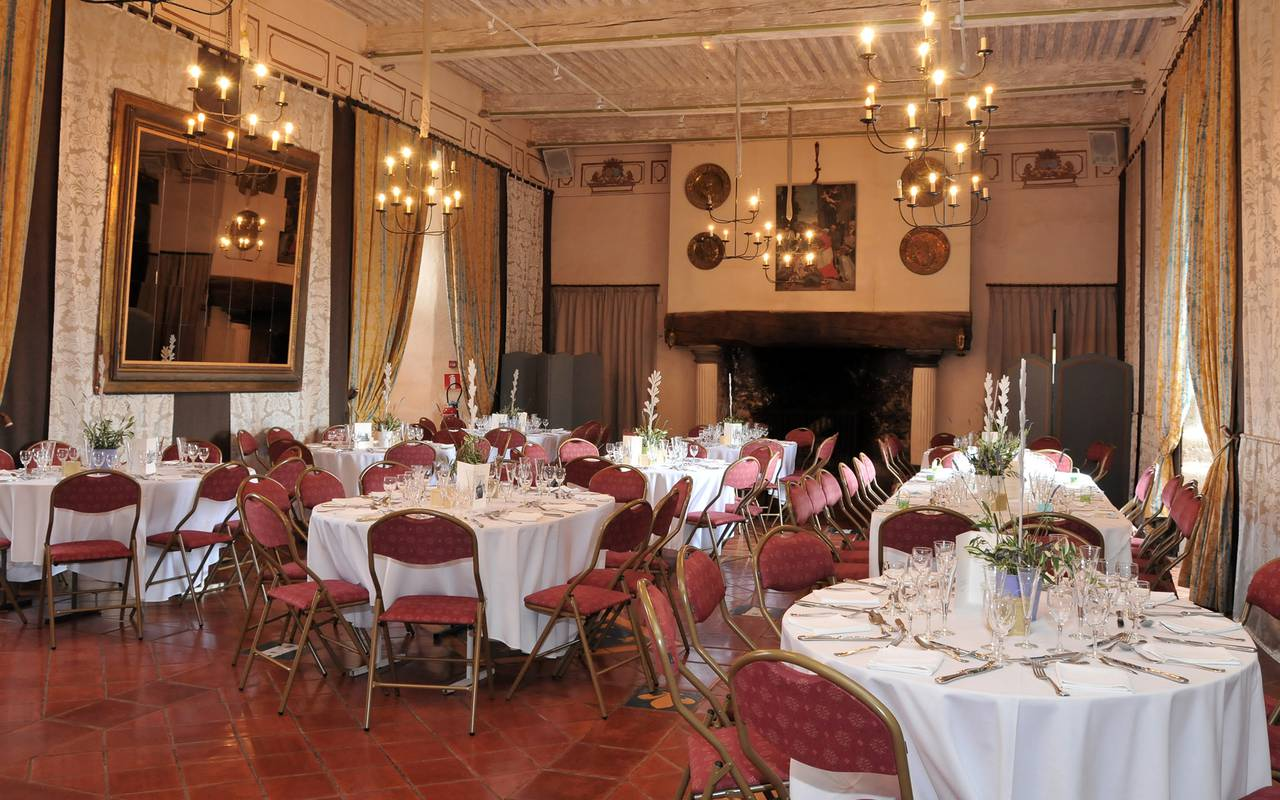 Restaurant in the castle wedding venue of the charming guest house in Auvergne
