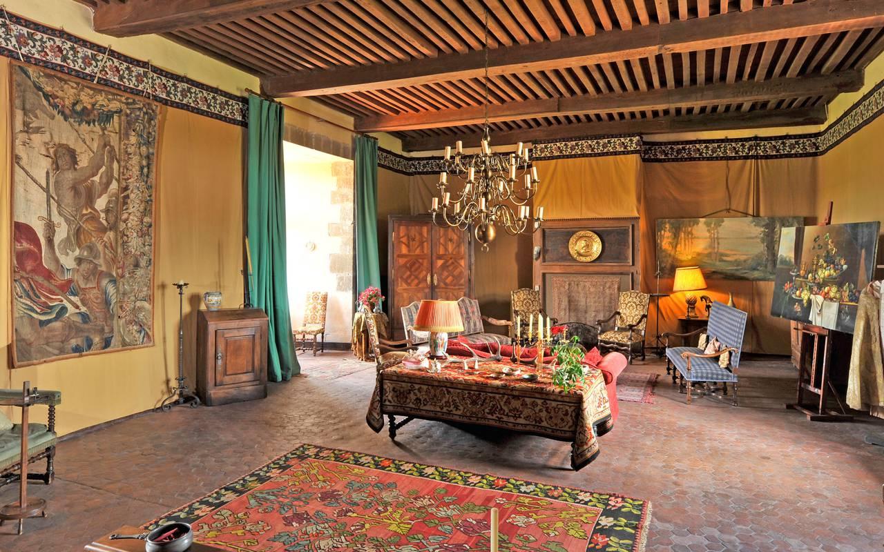 medieval diner room castle saint saturnin, guest house in Auvergne