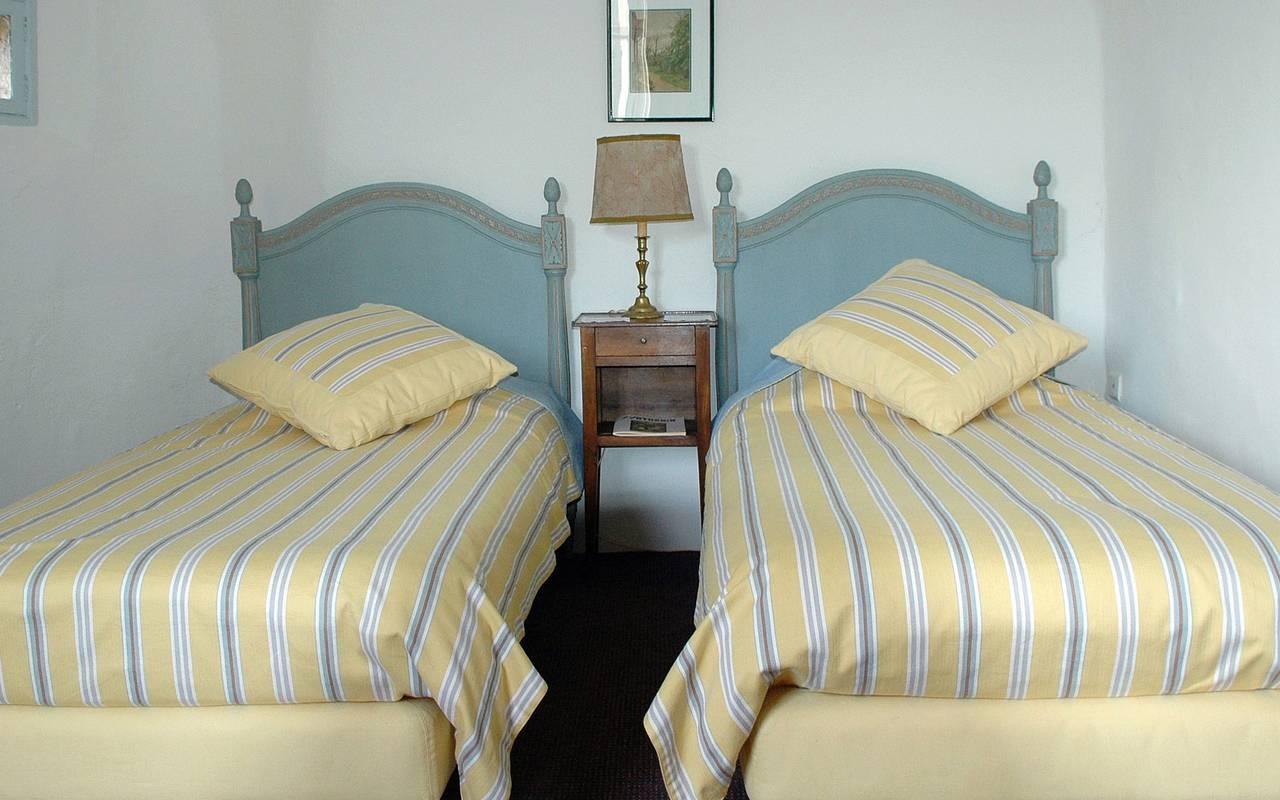 lits simples suite maison d'hôtes en Auvergne