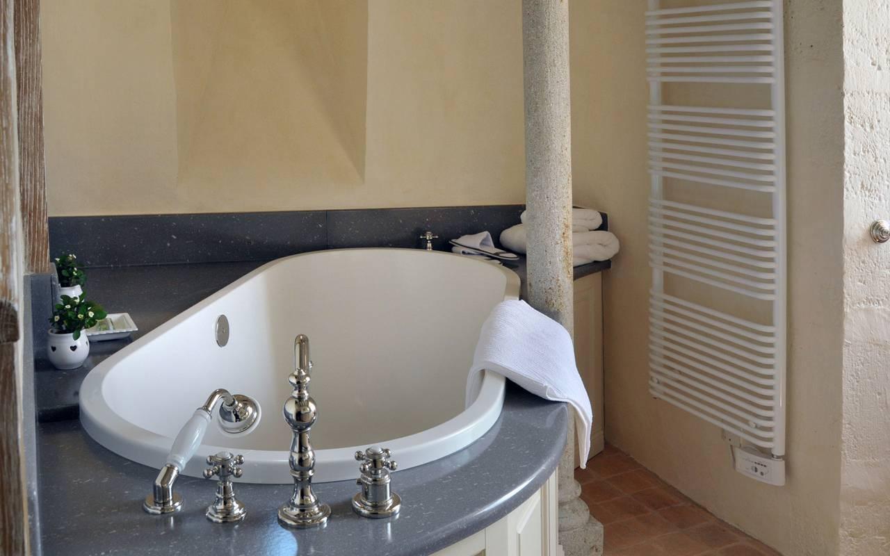 baignoire suite triple, maison d'hôtes de charme en Auvergne