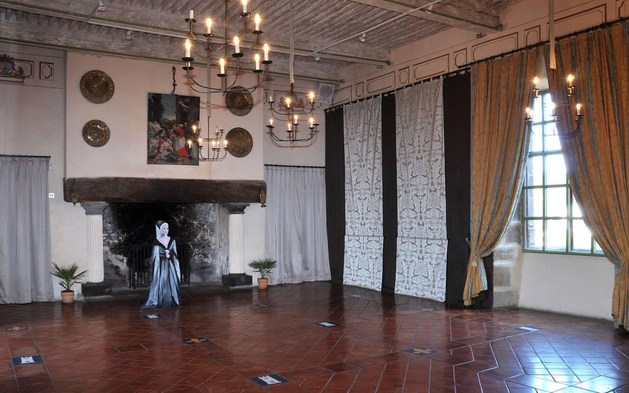 Une des salles de réception du Château de Saint Saturnin, maison d'hôtes en Auvergne