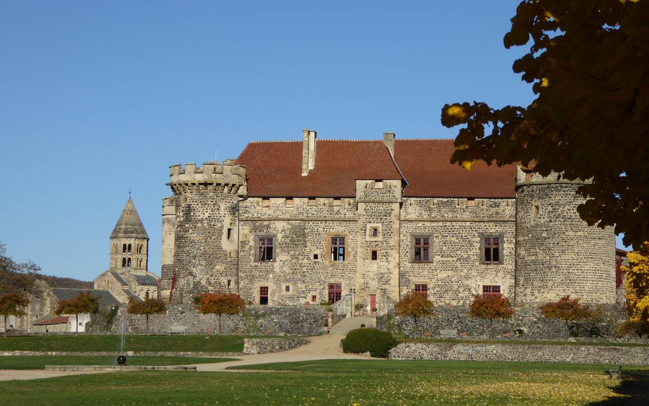 château de saint saturnin puy de dome